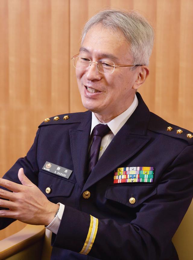 画像: 「自衛隊の医療従事者は、即応性を高めなくてはいけません。そのため、訓練を重ねることが重要です」と鈴木副院長は話す