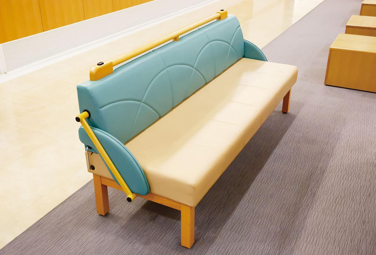 画像1: 緊急時にはソファをベッドとして増床できる