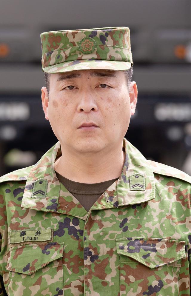 画像: 操縦士の藤井貴雄2等陸曹。「スキャンイーグル2は発進前の段取りが9割と言えるくらい準備が重要です」