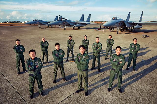 画像: 戦技訓練に臨む教官と学生たち「イーグルドライバー」と呼ばれるF-15Jパイロットの中でも、間違いなく日本でトップレベルの操縦技術を持った猛者たちだ