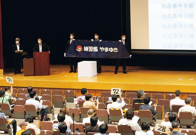 画像2: 落札総額581万円!熱狂のオークション会場