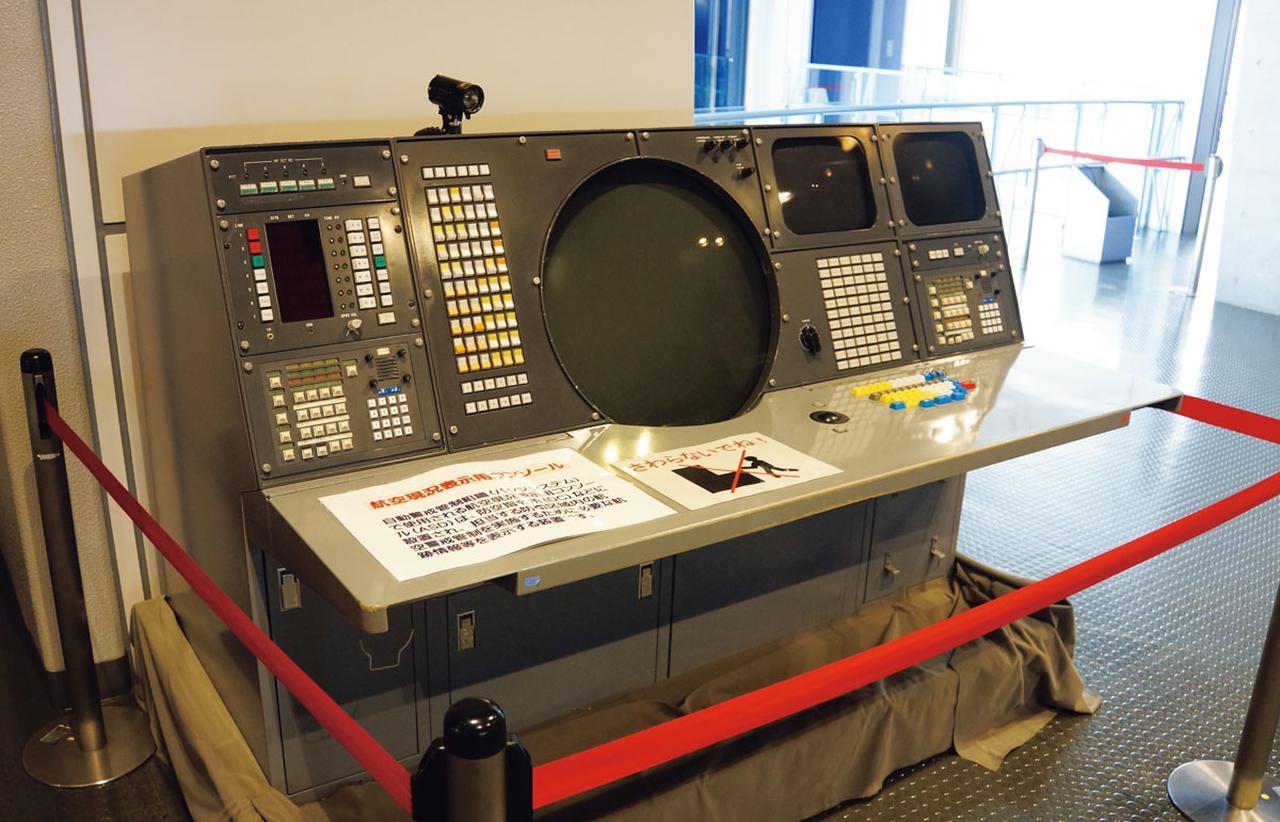 画像: 「自動警戒管制組織(BADGEシステム)」は、日本周辺の空域を監視し、接近する不明航空機などに対処する空自のシステムで、1960年代から2009年まで使用された。現在はJADGEシステムに置き換わっている