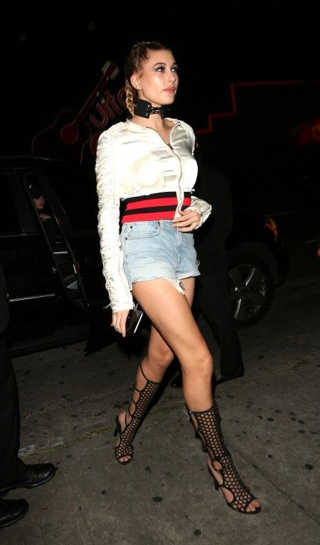 Hailey Baldwin Arrives At The Snoop Dogg Vogue Party Held At El Compadre Restaurant