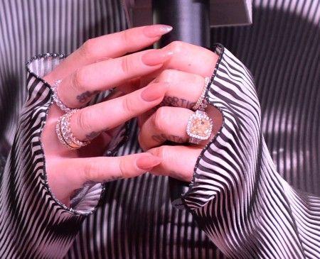 2015年6月頃にこちらのリングをもらって婚約。