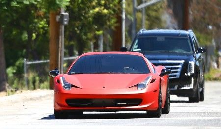 Justin Bieber drives Selena Gomez to her gated community in his red ferrari