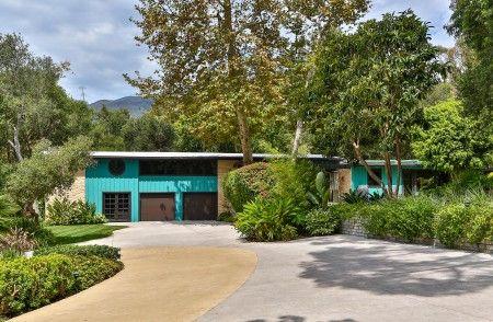 約2.7億円(250万ドル)の豪邸の内部は、ほぼマイリーの好みに合わせて改装が進められている。