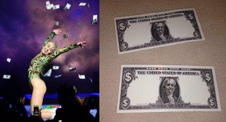 ツアーで観客にばら撒いた偽札は、現在eBayなどのオークションに出されている希少品。