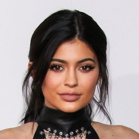 Kylie Jenner arrives at the 2015 American Music Awards