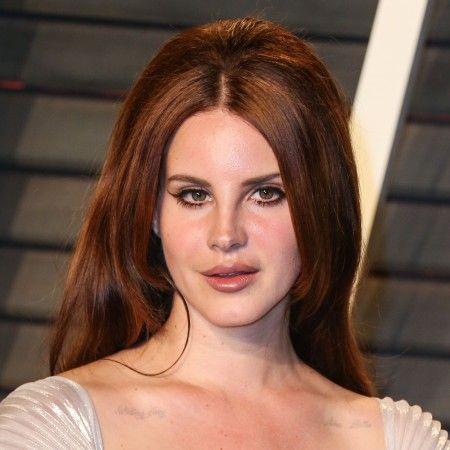 Lana Del Rey arrives at the 2016 Vanity Fair Oscar Party