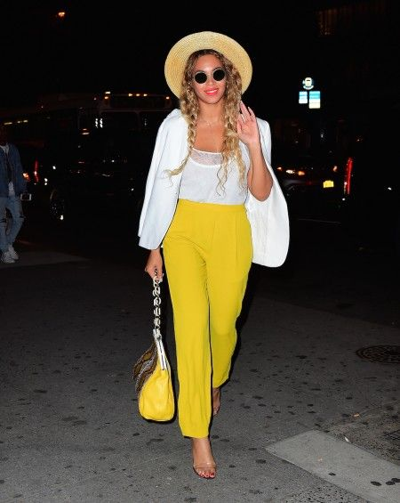 EXCLUSIVE: Beyonce and Jay Z Step out for Romantic Dinner and Night Time Stroll in NYC