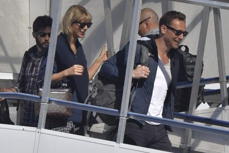 Taylor Swift and Tom Hiddleston arrive in Gold Coast