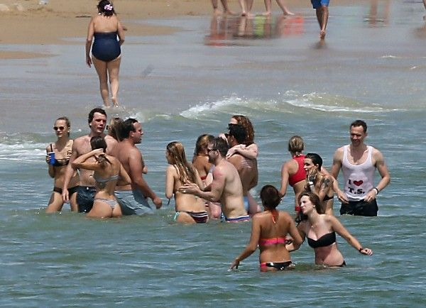 EXCLUSIVE: Taylor Swift celebrates the 4th of July with boyfriend Tom Hiddleston, Cara Delevinge, Karlie Kloss, Ruby Rose, Blake Lively, Ryan Reynolds, and Gigi Hadid at Taylor's house in Rhode Island