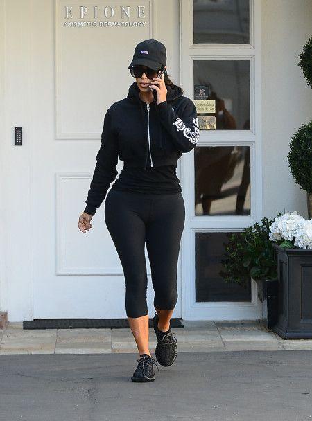キム・カーダシアン Kim Kardashian  Yeezy Boost スニーカー ビバリーヒルズ
