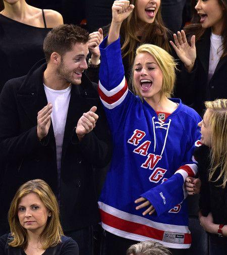 マーゴット・ロビー Celebrities Attend Arizona Coyotes Vs New York Rangers Game - February 26, 2015