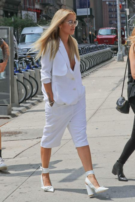 リタ・オラ Rita Ora 白 オールホワイト スーツ ファッション