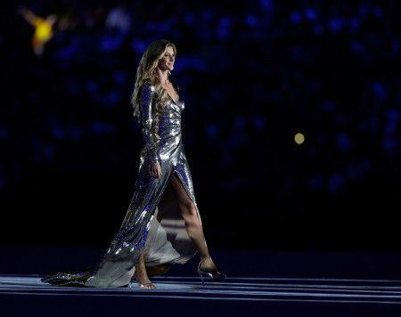 ジゼル・ブンチェン Gisele Bundchen リオ オリンピック 開会式 ウォーキング