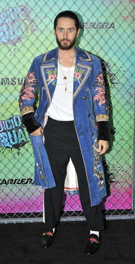 ジャレッド・レトが映画『スーサイド・スクワッド』のNYプレミアにGucciのコートで登場