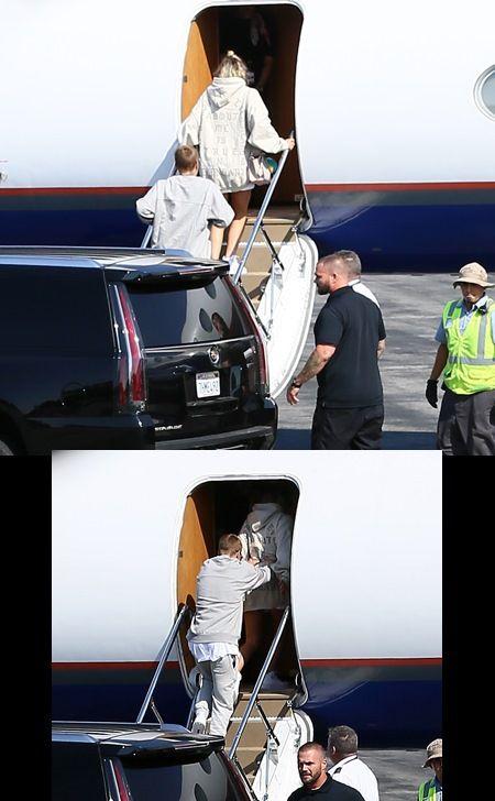 LAの空港でソフィアを押しながら飛行機に乗りこむジャスティン。