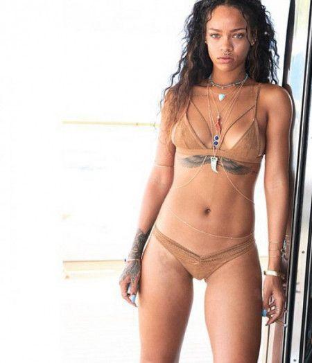 リアーナ Rihanna 水着 ビキニ ヌーディー・ビキニ ヌードカラー