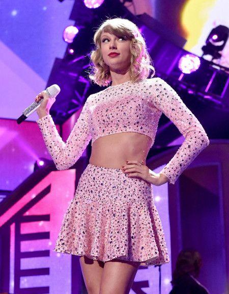 テイラー・スウィフト Taylor Swift ヘア イメチェン カーリーヘア カムバック