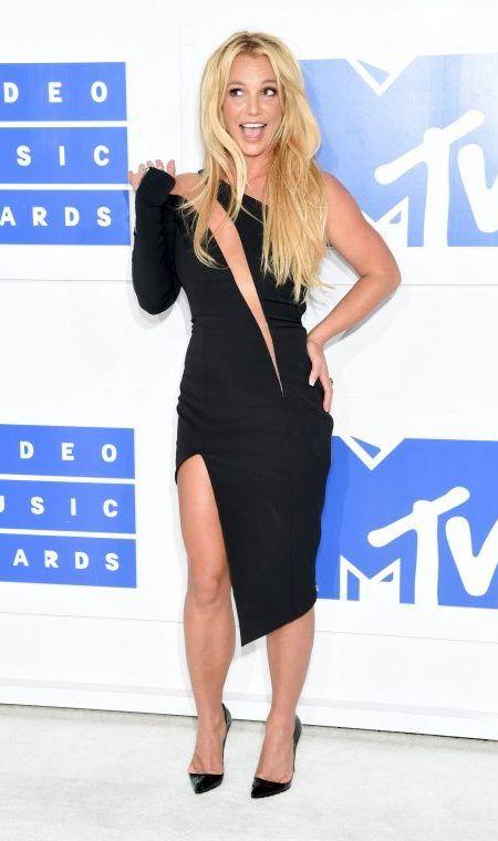 ブリトニー・スピアーズ Britney Spears MTV VMA レッドカーペット ドレス