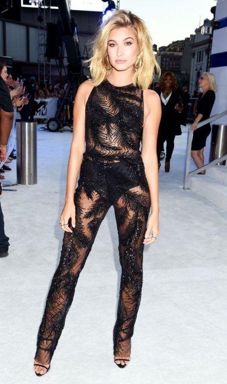 ヘイリー・ボールドウィン Hailey Baldwin  MTV VMA レッドカーペット ドレス