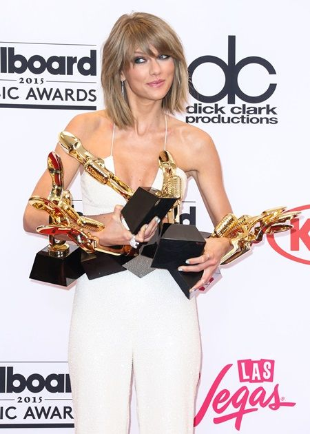 PARADISE, LAS VEGAS, NV, USA - MAY 17: Singer Taylor Swift poses in the press room with her eight Billboard Music Awards; Swift won Top Artist, Top Female Artist, Top Billboard 200 Artist, Top Billboard 200 Album for '1989,' Top Hot 100 Artist, Top Digital Songs Artist, Top Streaming Song (Video) for 'Shake It Off,' and Billboard Chart Achievement Award during the 2015 Billboard Music Awards held at the MGM Grand Garden Arena on May 17, 2015 in Paradsise, Las Vegas, Nevada, United States. (Photo by Xavier Collin/Image Press/Splash) Pictured: Taylor Swift Ref: SPL1029631  170515   Picture by: Xavier Collin/Image Press/Splash Splash News and Pictures Los Angeles: 310-821-2666 New York:  212-619-2666 London:    870-934-2666 photodesk@splashnews.com