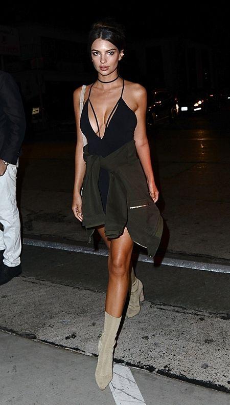 エミリー・ラタコウスキー Emily Ratajkowski ソックスブーツ Yeezy Season2 ブーツ モデル セレブ ファッション