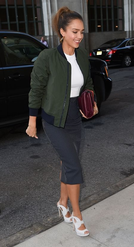 ジェシカ・アルバ Jessica Alba ブルゾン ボンバージャケット セレブ 秋スタイル 女優 ファッション