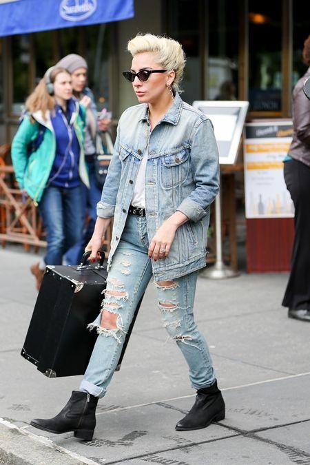 レディー・ガガ Lady Gaga  デニムオンデニム オーバーサイズデニムジャケット トレンド 秋スタイル ファッション シンガー セレブ