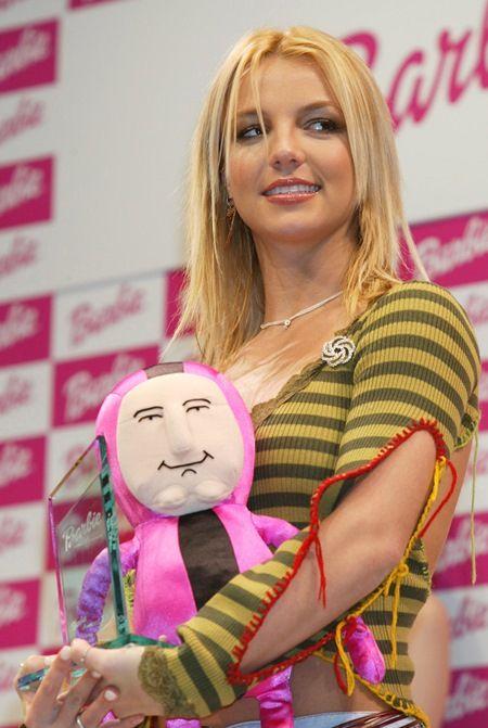 2001年の初来日時には、玩具会社主催のイベントで賞を受賞した。