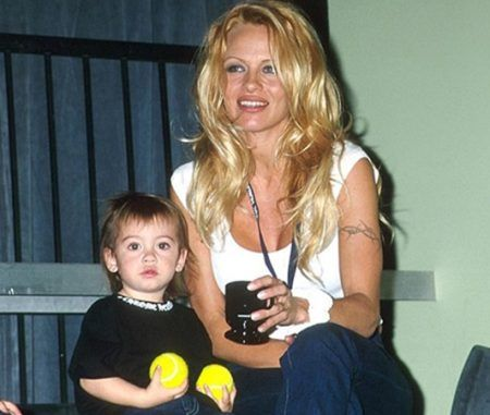 2000年に母とMTVのイベントにて。