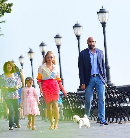 ビヨンセ Beyonce ブルー・アイヴィー Blue Ivy Carter 犬 散歩