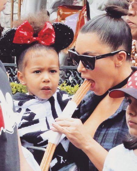 キム・カーダシアン Kim Kardashian チートデイ チュロス ディズニーランド ノース・ウェスト