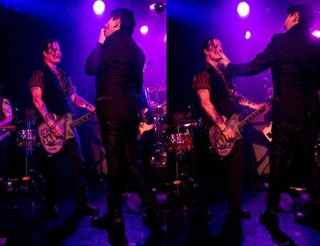 2015年9月、ジョニーのバンド、ハリウッド・ヴァンパイアのライヴにて。