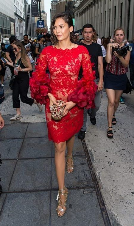 ニーナ・ドブレフ Nina Dobrev NY ファッションウィーク