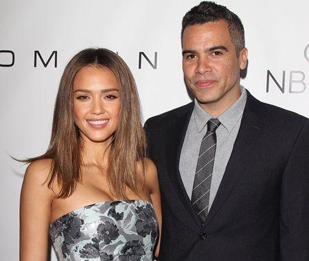女優のジェシカと一般人のキャッシュは、2008年に結婚して5歳と2歳の女児がいる。