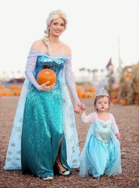 ホリー・マディソン Holly Madison ハロウィン コスチューム アナと雪の女王 アナ雪 エルサ 娘 子供
