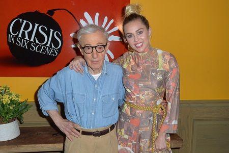 自身が出演する新作ドラマ『クライシス・イン・シックス・シーンズ』の監督であるウディ・アレンと。