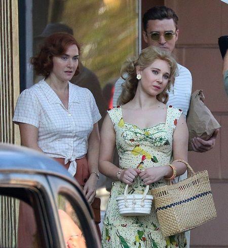 撮影中は3人ともキリリと真剣な表情に。