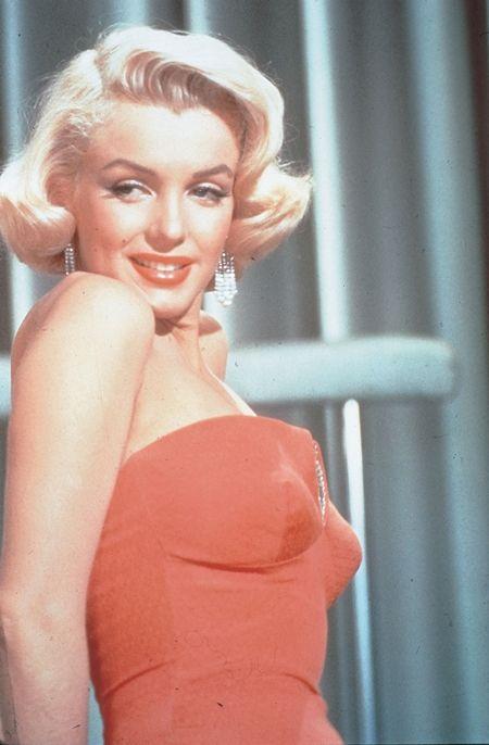マリリン・モンロー Marilyn Monroe ドレス オークション 生前最後に公の場で着たドレス 予想落札金額 2億円 3億円 ジョン・F・ケネディ 誕生日イベント マディソン・スクエア・ガーデン 45歳 セックスシンボル
