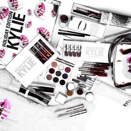 カイリー・ジェナー Kylie Jenner Kylie Cosmetics カイリー・コスメティックス リップキット ホリデーコレクション