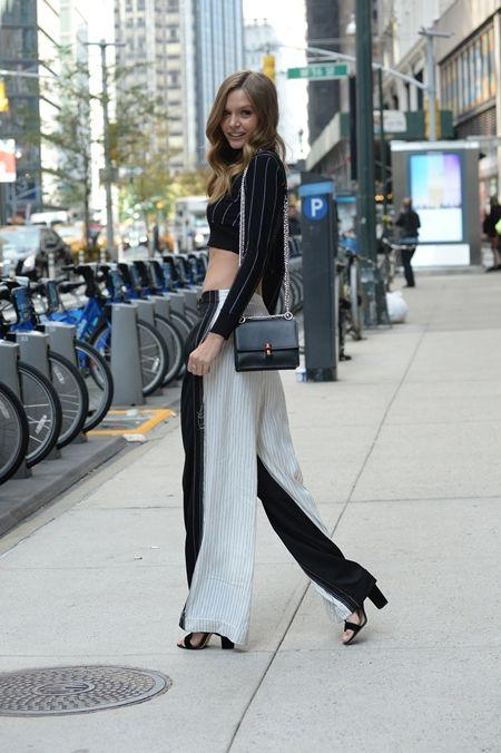 ジョセフィン・スクライヴァー Josephine Skriver  フィッティング NY 衣装の試着 ヴィクトリアズ・シークレット Victoria's Secret ヴィクシー エンジェル