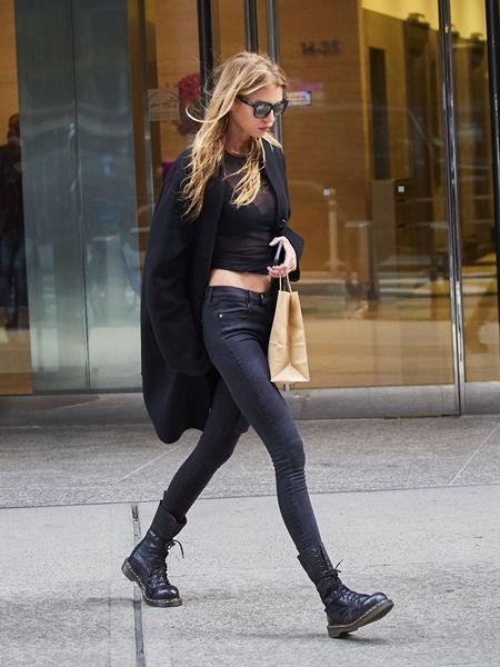 ステラ・マックスウェル Stella Maxwell  フィッティング NY 衣装の試着 ヴィクトリアズ・シークレット Victoria's Secret ヴィクシー エンジェル