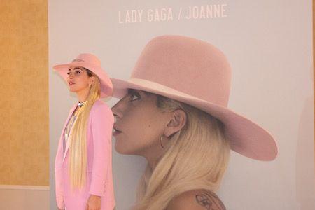 レディー・ガガ Lady Gaga 来日 合同質問会