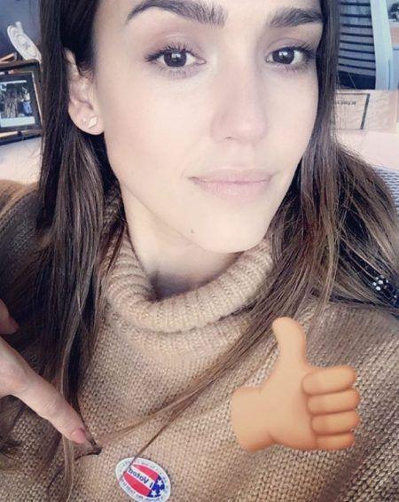 ジェシカ・アルバ Jessica Alba アメリカ 大統領選挙 投票