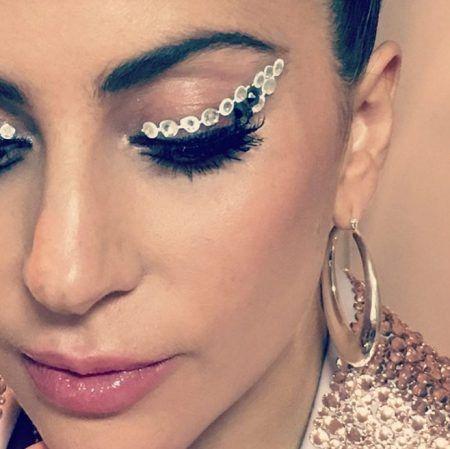 レディー・ガガ Lady Gaga 来日 ファン プレゼント ヘアアクセ メイク ラインストーン