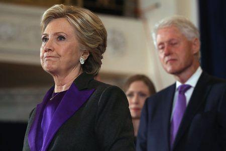 ヒラリー・クリントン Hillary Clinton 敗北宣言 スーツ パープル 意味