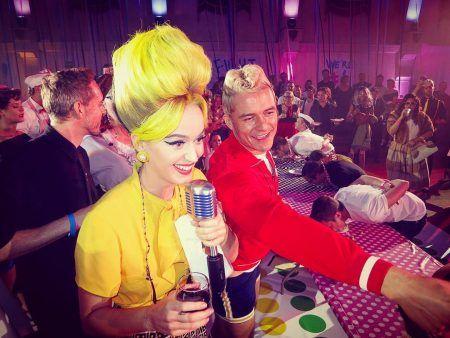 ケイティ・ペリー Katy Perry ハロウィン バースデー パーティ パイ 早食い ゲーム