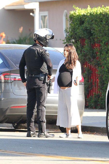ミラ・クニス Mila Kunis 妊娠 大きなお腹